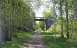 Banvallen under E14-viadukten 2019-06-02