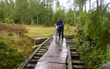 Bro över Hässlebäcken. 5 meter kan ibland vara mycket långt. 2007-07-28