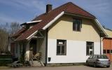Broaryd station från gatusidan, 2011-04-25
