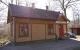 Gräfsnäs slottspark station hitflyttad från Björsared, 2013-05-02
