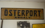 Hållplats skylten från Österport hållplats (Gotlands järnvägsmuseum i Dalmhem) 2013-08-19
