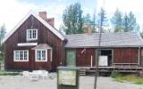 Lomselenäs kombinerad hållplats och banvaktstuga 2017-08-13