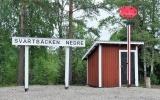 Svartbäcken nedre med hållplatsskjulet från Stora Björnmossen 2018-06-23