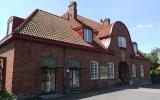 Åhus station, från spårsidan, 2013-07-06
