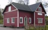 Åkulla, kombinerad banvaktstuga och hållplats 2010-05-14